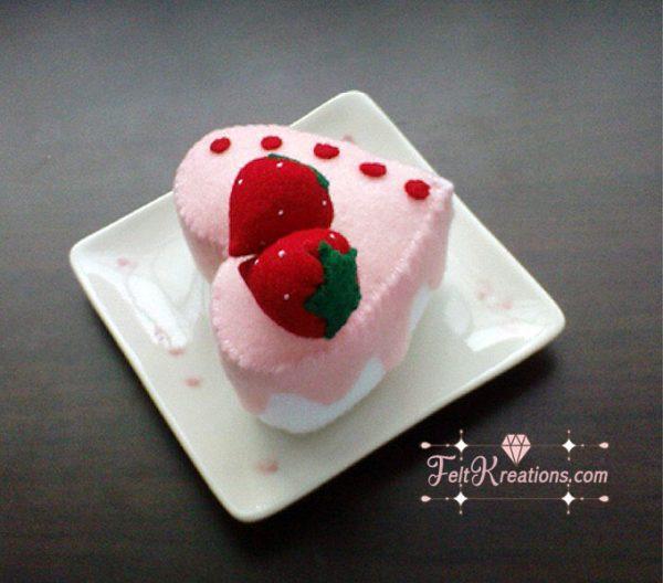 strawberry cake felt pattern